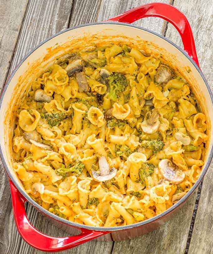 Pot of 1 pot pasta con broccoli recipe