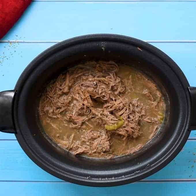 قابلمه Crock پر از گوشت گاو ایتالیایی خرد شده